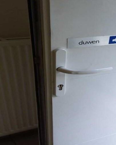 Gerepareerde deur met schade
