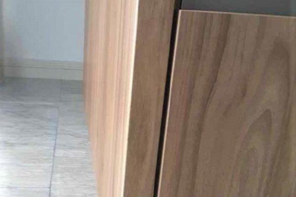 Gerepareerd houten meubel